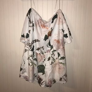 🥳5/$25🥳 Sleeveless Floral Silky Top